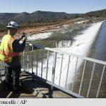 Evacuări masive în California pe fondul riscului de deversare a barajului Oroville
