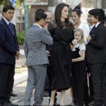 Angelina Jolie, primită în audiență de Regele Cambodgiei împreună cu toți cei șase copii ai ei