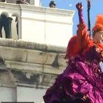 """""""Zborul îngerului"""", la Carnavalul de la Veneţia, sub pază strictă. Participanţii au trecut prin filtre de securitate"""