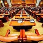 Un final ce nu ar fi trebuit sa fie necesar dacă nu era un început: Camera Deputaţilor a aprobat OUG 14 şi legea de respingere a OUG 13. Liviu Dragnea, absent la vot