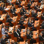 Parlamentul a aprobat Ordonanta 14, iar Ordonanta 13 a fost respinsa