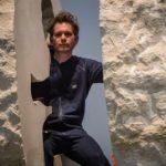 Un artist francez extravagant va trăi captiv într-o rocă timp de o săptămână