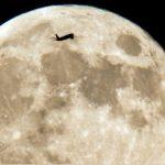 SpaceX vrea să trimită turiști pe lună în 2018