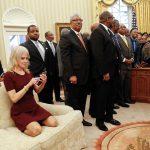 """Conway se """"lăfăie"""" pe canapelele de la Casa Albă"""