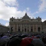 Papa Francisc le cere credincioșilor să poarte cu ei Biblia, asemeni telefonului mobil