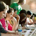 Peste 95% dintre elevii din România studiau în 2015 două sau mai multe limbi străine