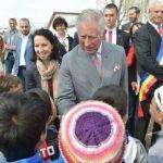 Prințul Charles și-a încheiat vizita în România la Vizurești; a glumit, a vorbit în franceză și a primit trei mături