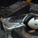 Tunisia l-a condamnat la închisoare pe un DJ britanic care a remixat chemarea musulmană la rugăciune