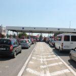 """Noile controale Schengen: Premierul Sloveniei consideră """"insuportabile"""" cozile uriașe de la frontiera cu Croația"""