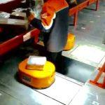 Viitorul muncitorilor necalificati e negru, roboții le vor lua locul