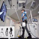 NOU: mersul asistat, producătorii auto japonezi construiesc roboţi pentru a ajuta vârstnicii să îşi păstreze mobilitatea