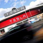 Tesla rămâne în zona roșie
