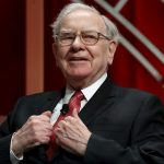 Buffett vinde o treime din acțiunile sale la IBM