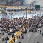 """Protestatarii din Venezuela au inventat cocteilurile """"Poopootov"""""""