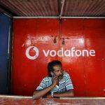 Cel mai bogat indian provoacă compania Vodafone