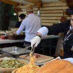 Oamenii strazii s-au bucurat si ei de ,,Street Food Festival''