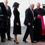 Donald Trump, prima întâlnire oficială cu Papa Francisc: Este o mare onoare. Nu voi uita ce aţi spus. Suveranul Pontif, către Melania: Ce-i dai să mănânce? Potizza?