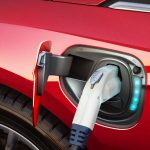 Vânzările de autoturisme electrice și hibrid în România au crescut de aproape două ori, în primele patru luni (