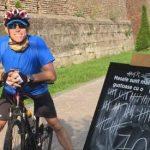 """Alba Carolina, înconjurată de 100 de ori cu bicicleta de """"omul cu cel mai bun job din lume"""""""