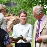 Prințul Charles, vizită la biserica de la Drăușeni; singura săsoaică din localitate, gazda Alteței Regale
