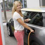 Încarcarea automobilului electric, mai complicată decât este necesar
