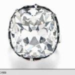 Un inel cumpărat de la un târg de vechituri s-a vândut cu peste jumătate de milion de lire sterline