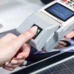 Utilizatorii de dispozitive mobile preferă autentificarea biometrică pentru serviciile financiare