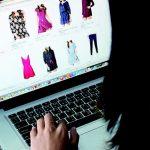 Studiu: 93% dintre cumpărătorii online achiziționează haine cel puțin odată pe lună