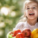 Cum sa-i faci pe copii sa manance mai multe fructe si legume