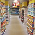 Cum arată singurul supermarket din lume care vinde produse FALSE. Proprietarilor nu le-a venit să creadă ce succes au
