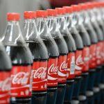 Coca-Cola vrea să reducă conținutul de zahăr, de la sapte cuburi într-un pahar