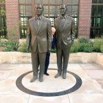 Bill Clinton se ascunde între cei doi preşedinţi Bush, într-o fotografie care a devenit virală în online