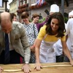 William și Kate au făcut covrigi pretzel din aluat și au luat parte la o regată în orașul german Heidelberg