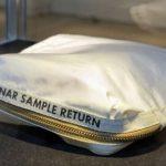 Săculețul cu praf lunar adus de Neil Armstrong a fost vândut la licitație cu 1,8 milioane de dolari