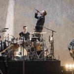 Membrii trupei U2 finanțează refacerea gazonului stadionului din Berlin, afectat de concertul lor