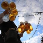 În acest an la Oktoberfest vizitatorii își vor putea plăti berea și alimentele cu ajutorul smartphone-urilor