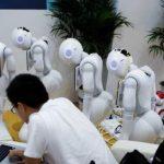 Un robot programat să îndeplinească rolul de călugăr budist poate fi închiriat pentru a oficia slujbe de înmormântare