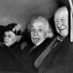 Celebra fotografie în care Einstein scoate limba, vândută pentru 125.000 de dolari