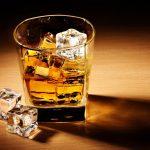 Un chinez a plătit 9.999 de franci elvețieni pe un pahar cu whisky