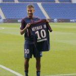 Primul milion de euro recuperat de PSG care a vândut peste 10.000 de tricouri cu numele lui Neymar în prima zi de la transfer
