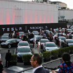 Tesla va finanța producția de Model 3 cu o ofertă de bonduri