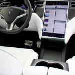83% din șoferii Tesla sunt foarte satisfăcuți de sistemul de infotainment