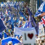 Mii de persoane manifestează la Londra împotriva Brexit-ului