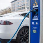 Guvernul german cere stații de încărcare pentru mașini electrice
