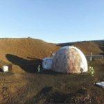 Șase voluntari au ieșit dintr-un dom din Hawaii după o simulare de opt luni a vieții pe Marte