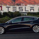 Tesla concediază sute de angajați
