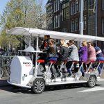 Pentru olandezi este ceva obișnuit să meargă la serviciu cu bicicleta; la 16 milioane de locuitori avem 18 milioane de biciclete