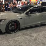 Un Tesla Model S cu caroserie lată