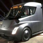 Tesla va construi camioane și roadstere