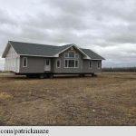 Un fermier canadian s-a trezit cu o casă pe terenul său